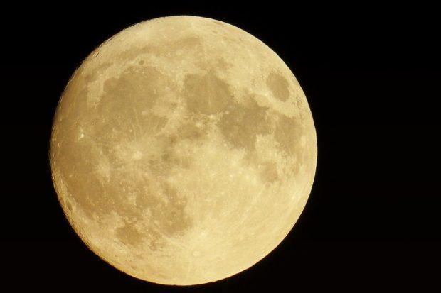 moon-1821834_960_720