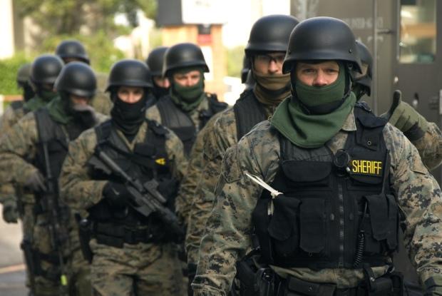 米軍・SWAT・FBI