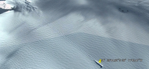 南極で不時着のUFOがGoogle Earthに写り込む