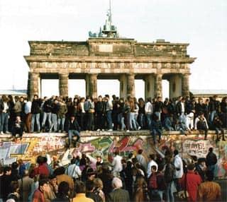 ベルリンの壁はなぜ崩壊した?世紀の『誤報』について調べてみた