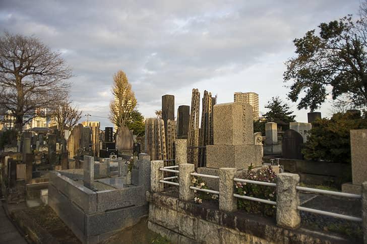 お墓・埋葬の歴史と現代のお墓事情について説明